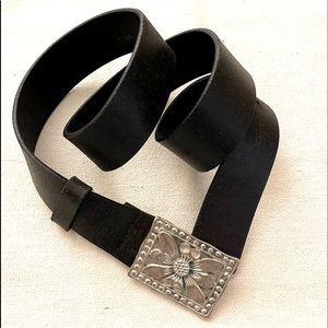 Buffalo Black Leather Flower Embossed Buckle Belt